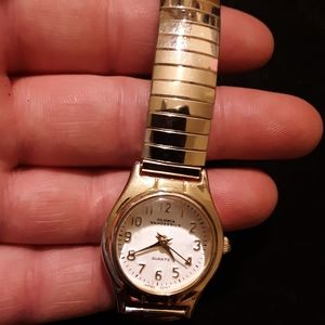Golden stretchy Gloria Vanderbilt watch